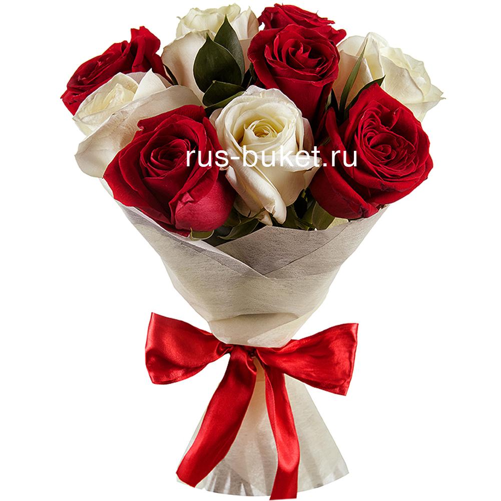нашем букет из красных и белых роз Эксию